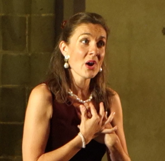 Marie-Helene Cussac singing in concert